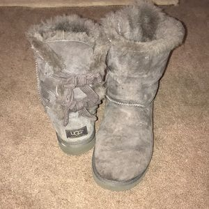 UGG grey bow boot. Size 8.